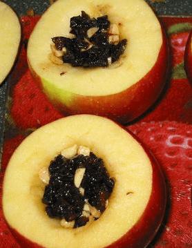 Десерт из яблок с черносливом