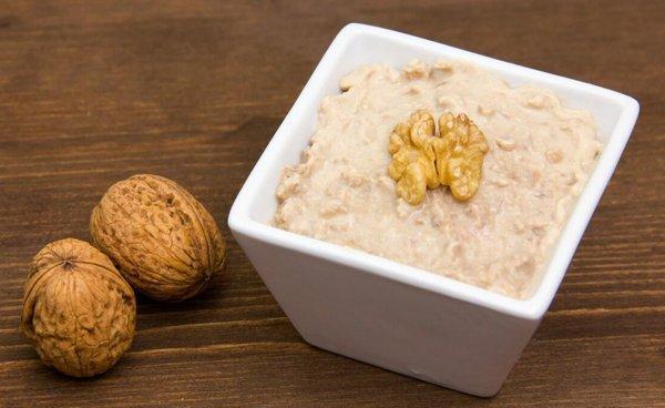 Грецкие орехи с медом и сметаной